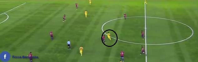 Neymar has cut inside and starts a run across the defense of the opponent.
